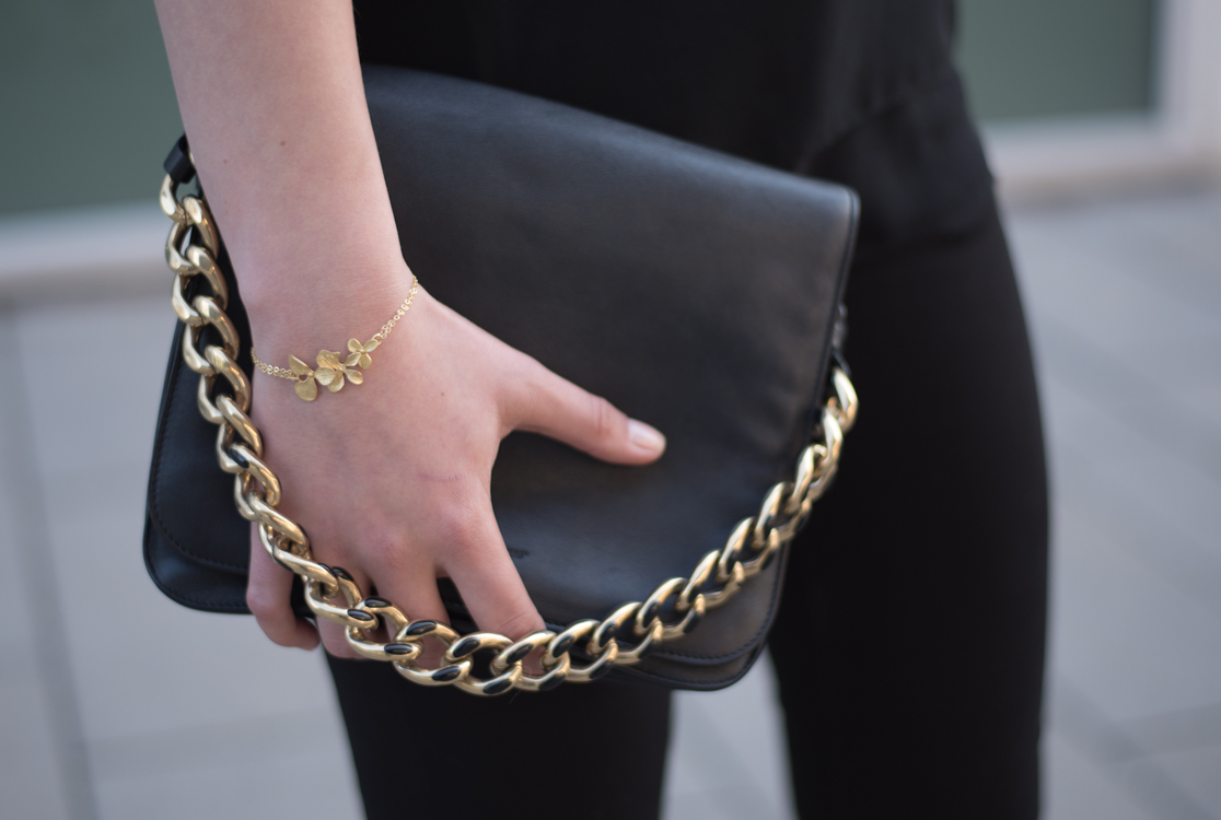 yellowgirl_Black_Gold_Outfit_3