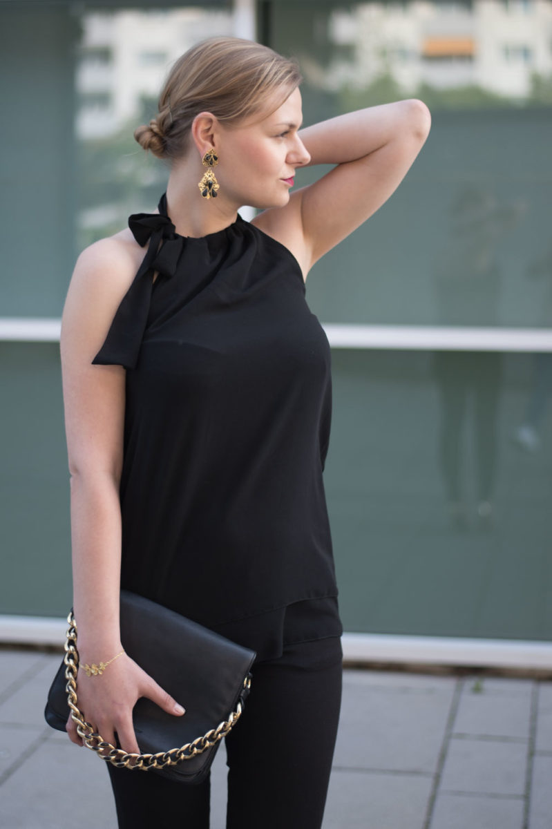 yellowgirl_Black_Gold_Outfit_4