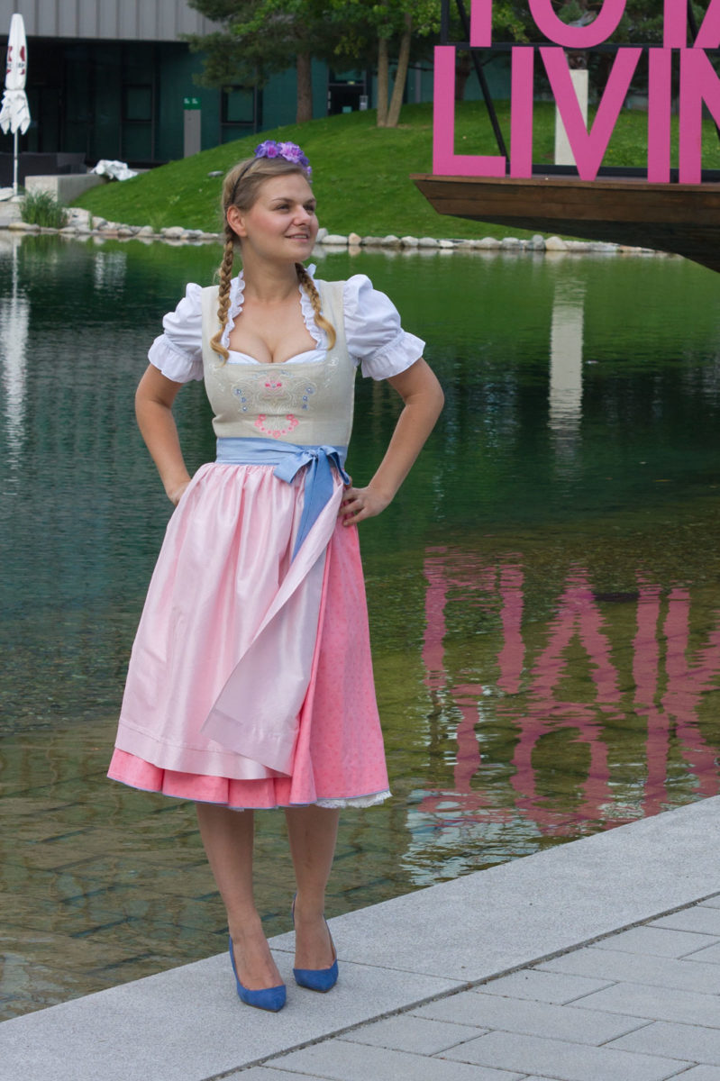 yellowgirl_dirndl_outfit_1